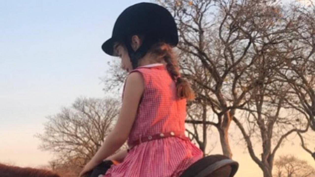 Foto: Criança, cavalo, paixão e poesia
